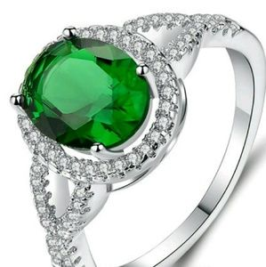 Vibrant Emerald Ring 💍